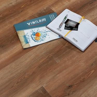 Виниловый ламинат Vinilam Дуб Сарагоса 5080 - купить в «Начни Ремонт» интернет-магазин — продажа напольных покрытий. - 2
