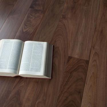 Массивная доска Magestik floor Орех Американский Селект - купить в «Начни Ремонт» интернет-магазин — продажа напольных покрытий. - 1